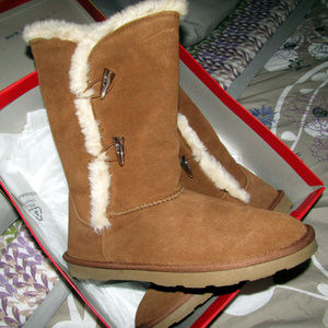 Womens NEW IN BOX Tan Fur Lined Boots Warm and FUN